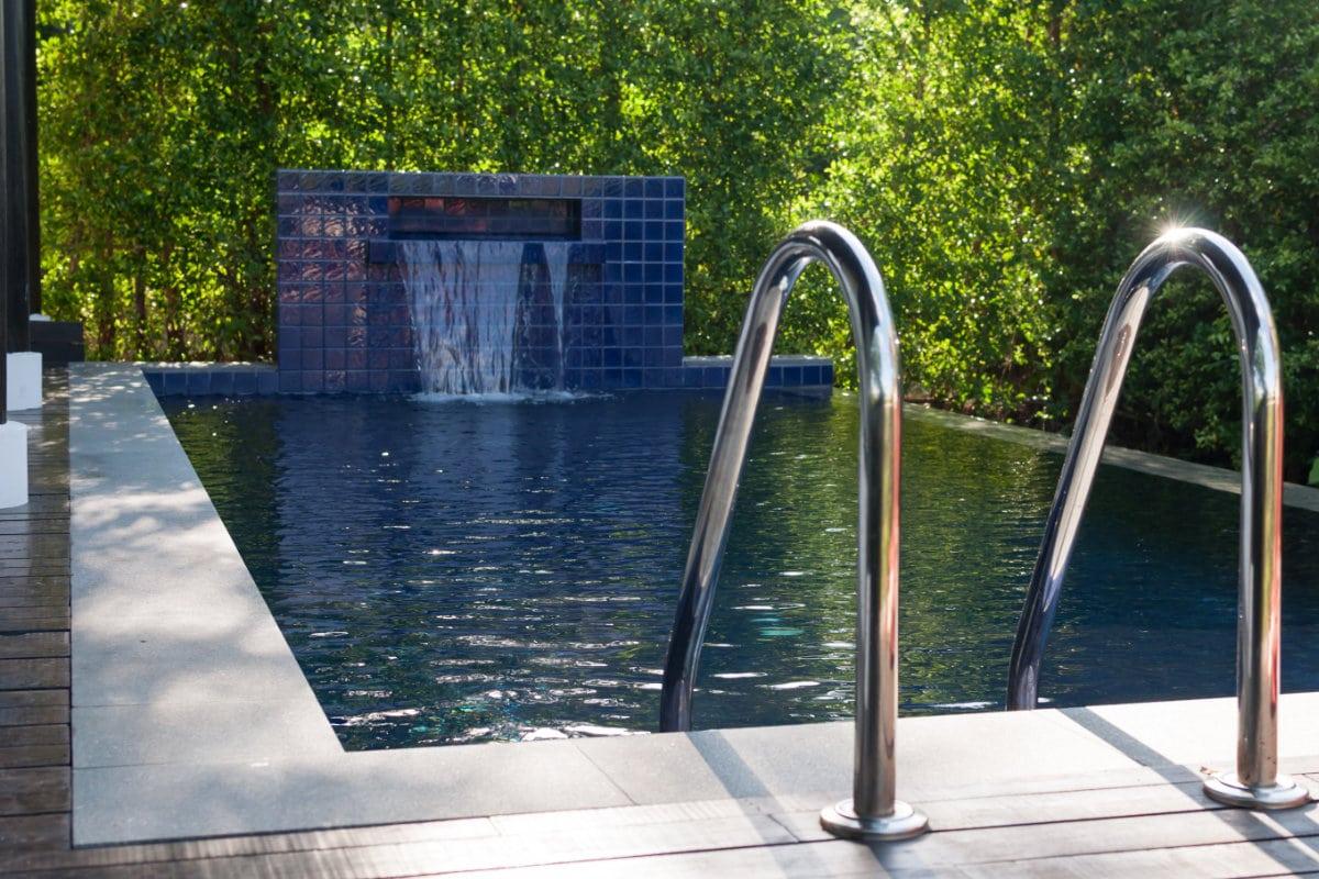 Zwembadverwarming hout halve parasol for Inbouw zwembad compleet