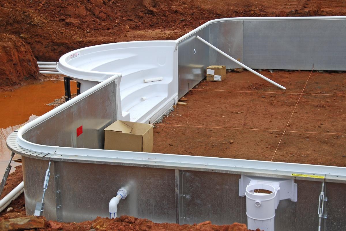 Ingebouwd zwembad materialen eigenschappen prijzen for Kostprijs polyester zwembad