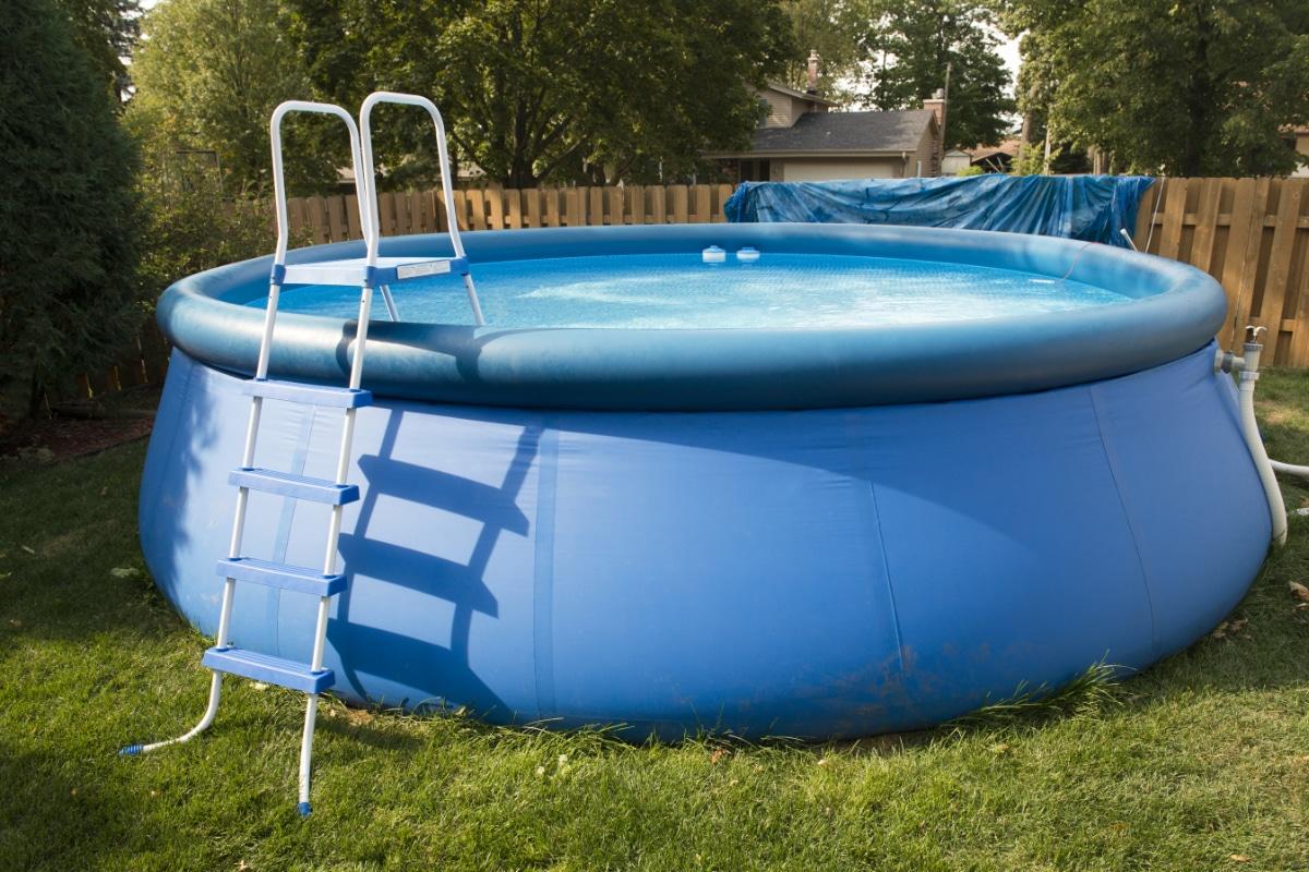 zwembad opbouw kunststof